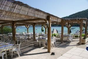 Restaurant-la-plage-des-dauphins-Charavines-isere-Hotel-Restaurant-Y5dTF2V9cWSgwGdvXN-1
